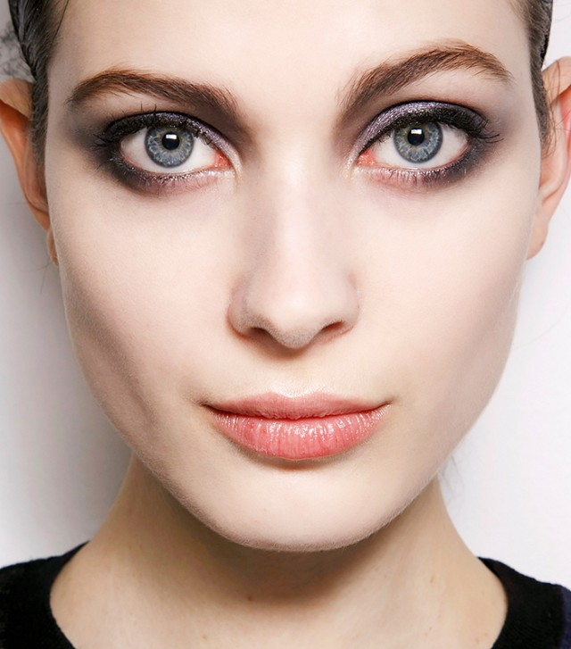 the-right-way-to-apply-eyeliner-for-your-eye-shape-round