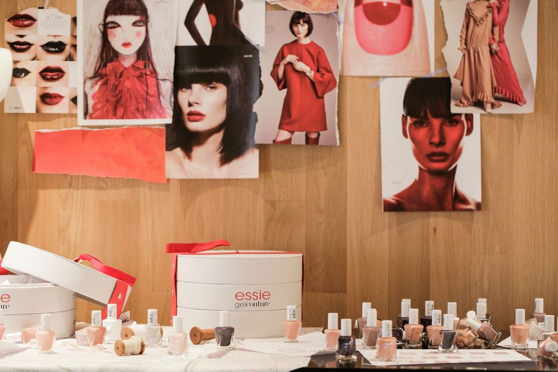 nails table at dorhout mees essie