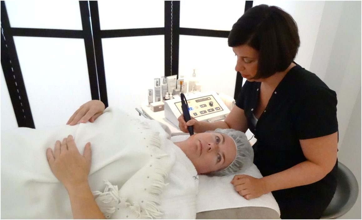 Imke Haantjes behandelt Monique